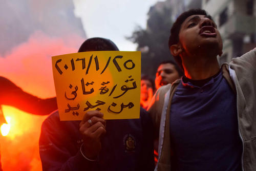 حامیان محمد مرسی رییس جمهور مخلوع مصر در پنجمین سالگرد پیروزی انقلاب مصر در قاهره دست به تظاهرات زدند