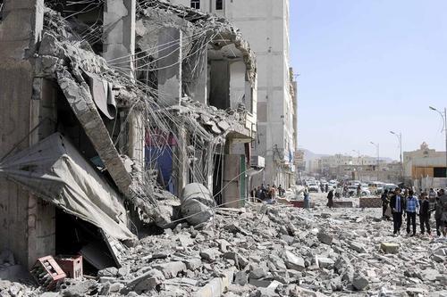 ویرانی خانه یحیا روبید قاضی ارشد یمنی در حمله جنگنده های سعودی به شهر صنعا. در این حمله این قاضی یمنی و 7 تن دیگر کشته شدند