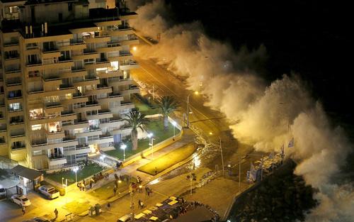 توفان اقیانوسی در ساحل شهر وینا دل مار در شیلی
