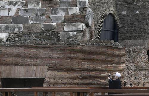 حاشیه های دیدار هیات ایرانی همراه حسن روحانی از محوطه باستانی شهر رم