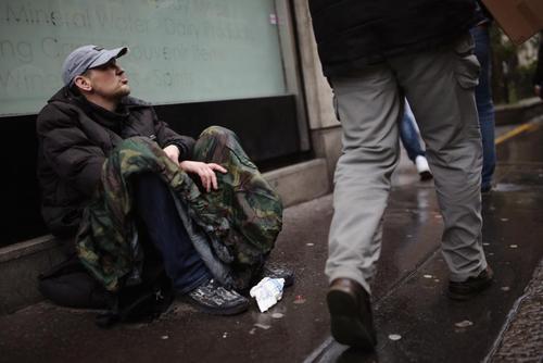 گدای خیابانی در محله وست مینستر لندن