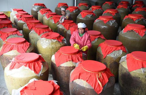 کارگاه سنتی تولید سرکه خرمالو – گونگچنگ چین