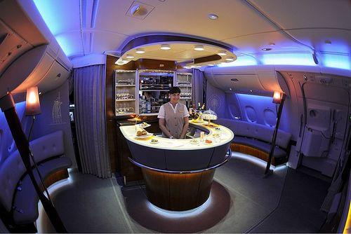 بوفه پذیرایی در هواپیمای ایرباس A380 -861 هواپیمایی امارات
