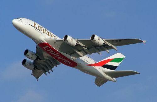 هواپیمای ایرباس A380 شرکت امارات (بزرگترین هواپیمای مسافربری جهان) در نمایشگاه هوایی دبی