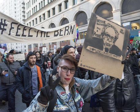 تظاهرات حامیان برنی سندرز یکی از نامزدهای دموکرات انتخابات ریاست جمهوری آمریکا در نیویورک