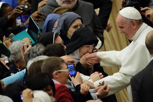 دیدار پاپ فرانسیس با کارکنان موقوفه ها – واتیکان