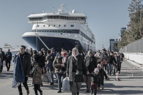 ورود 6 هزار پناهجوی خاورمیانه ای ثبت نام شده از جزیره لسبوس یونان به بندر پیره در نزدیکی شهر آتن