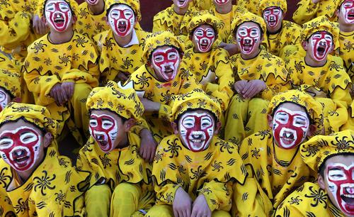 کودکان چینی با گریم میمون به مناسبت سال نو چینی که سال میمون است- پکن