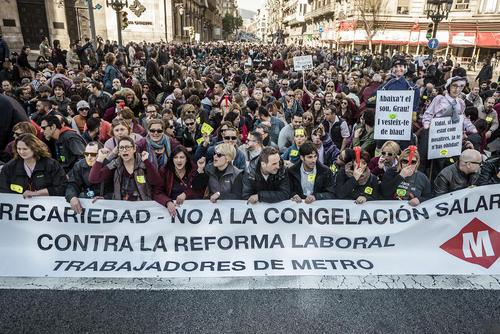 تظاهرات و اعتصاب کارکنان مترو در شهر بارسلونا اسپانیا علیه قانون جدید کار