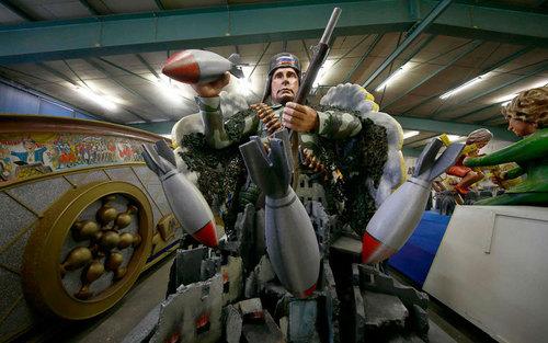 ماکت آماده شده از ولادیمیر پوتین رییس جمهور روسیه برای کارناوال سالانه شهر مِینز آلمان