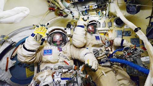دو فضا نورد روسی پس از راهپیمایی فضایی و در ایستگاه فضایی بین المللی