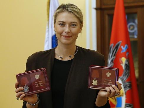 اعطای دو مدال افتخار دولتی به ماریا شاراپوا تنیسور مشهور روسی به خاطر کارهای خیریه و دیگر اقدامات فرهنگی و افتخارات ورزشی او – مسکو