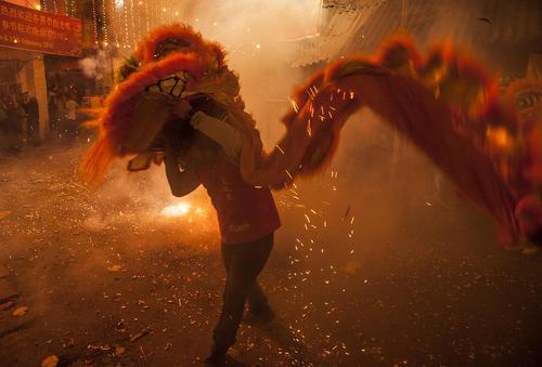 جشن آغاز سال نو چینی در کلکته هند و معبدی در سنگاپور