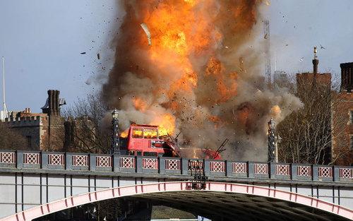 آتش زدن یک اتوبوس = در جریان فیلمبرداری فیلم جدید جکی چان با عنوان