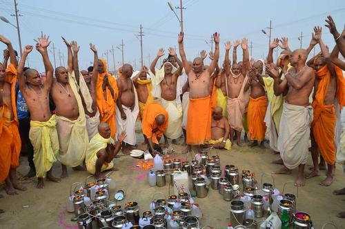 مراسم آیینی هندوها در الله آباد هند