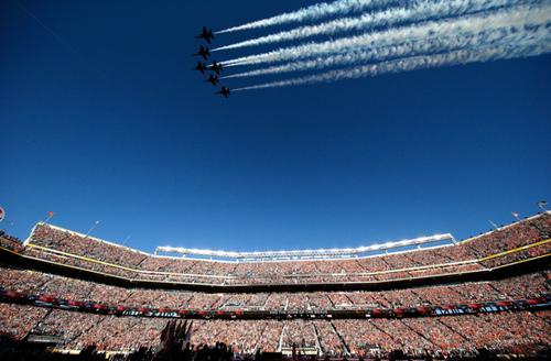 نمایش هوایی همزمان با برگزاری مسابقه فینال فوتبال آمریکایی در جنوب کالیفرنیا در یکشنبه گذشته