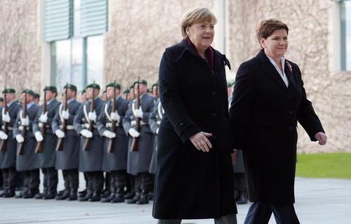 استقبال آنگلا مرکل صدر اعظم آلمان از نخست وزیر جدید لهستان در برلین