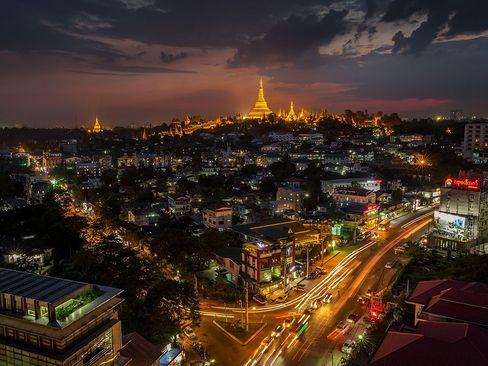 نمایی از معبد شوِداگون در میانمار