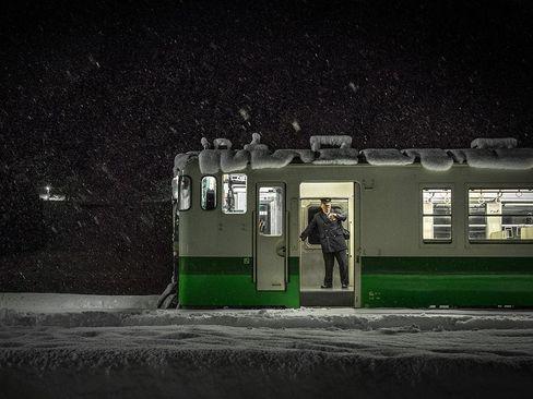 ایستگاه قطار در شهر برفی فوکوشیما ژاپن
