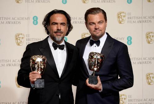 لئوناردو دی کاپریو هنرپیشه مشهور هالیوود به همراه آلخاندرو گونزالس کارگردان در جشنواره سالانه فیلم