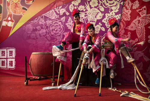 یک گروه نمایش در جشنواره سال نو چینی – پکن