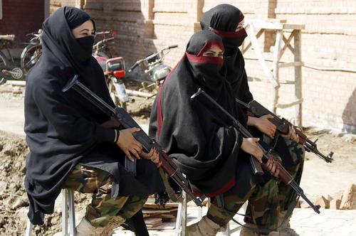 گارد امنیتی زنانه دانشگاه باچا خان در چارسدا پاکستان