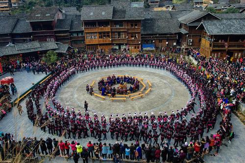 اقلیت قومی دونگ در جشنواره سنتی ساما در استان لیپینگ چین