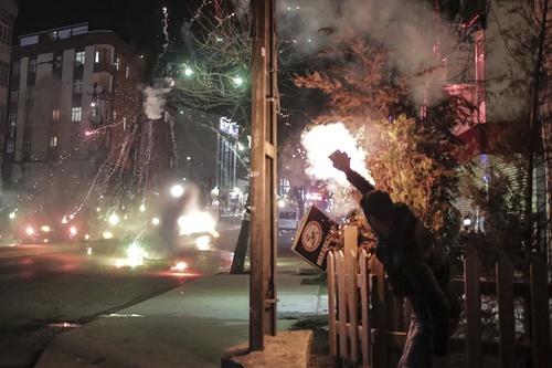 تظاهرات و ناآرامی در استانبول در مخالفت با حملات ارتش ترکیه به مواضع کردها در شرق این کشور