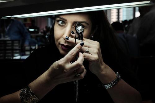 نمایشگاه خرید و فروش الماس  در اسراییل. در این نمایشگاه که با حضور 1500 خریدار و فروشنده برگزار شده نزدیک به 1 میلیارد دلار الماس برای معامله عرضه شده است