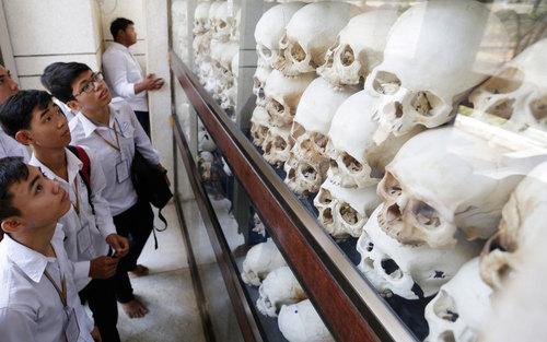 بازدید دانش آموزان از نمایشگاه جنایت های جنگی خمرهای سرخ در کامبوج