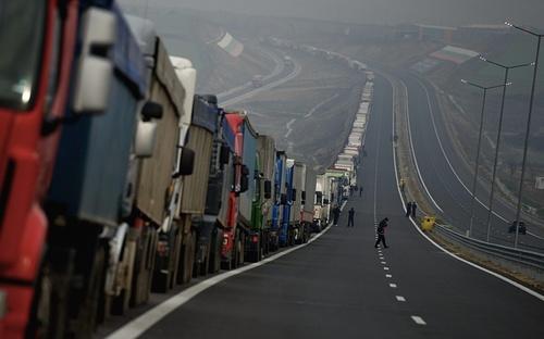 صف طولانی کامیون ها در مرز بلغارستان و یونان در پی اعتراضات و اعتصابات کشاورزان یونانی