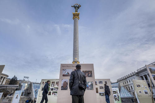 برگزاری دومین سالگرد ناآرامی های اوکراین که منجر به خلع ویکتور یانوکویچ رییس جمهور سابق این کشور از قدرت شد – میدان مرکزی شهر کی یف