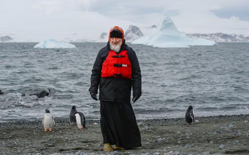 بازدید اسقف اعظم کلیسای ارتدوکس روسیه از یک مرکز تحقیقات علمی روسیه در قطب جنوب