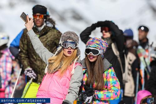 اسکی بازان خارجی هم در پیست اسکی حضور دارند که تعدادشان هم زیاد نیست