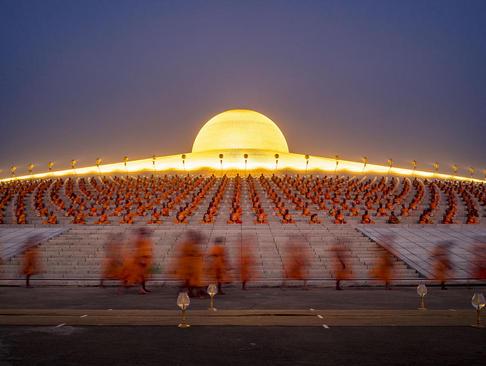 برگزاری مراسم آیینی در معبدی در تایلند