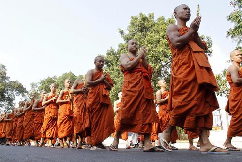 راهبان بودایی در یک مراسم آیینی در پنوم پن کامبوج