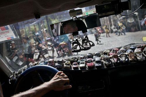 کلکسیون خودروهای اسباب بازی یک راننده تاکسی در شهر سانتیاگو شیلی