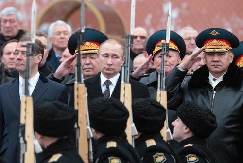پوتین و مدودف در رژه مراسم روز سرزمین پدری در مسکو