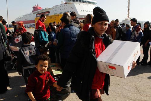 توزیع غذا و مایحتاج میان پناهجویان خاورمیانه ای – یونان