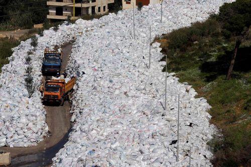 ادامه بحران انباشت زباله ها در بیروت