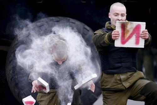 اجرای حرکات رزمی سربازان نیروی ویژه در بلاروس