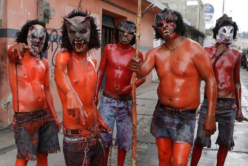 رنگ آمیزی بدن ها در کارناوالی سالانه در مکزیک