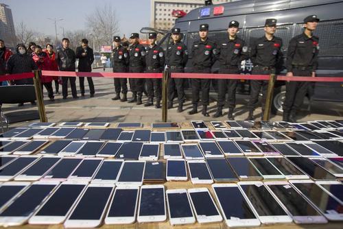 کشف 180 گوشی سرقتی از یک گروه خلافکار – چین