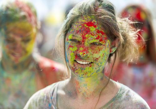 پودر رنگ در جشنواره ای فرهنگی در نیوزیلند