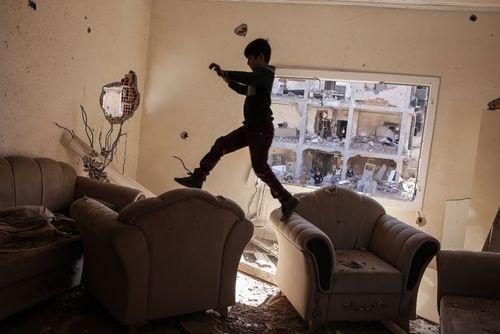 بازگشت به خانه. صدها شهروند شهر جیزره ترکیه پس از پایان جنگ 3 ماهه بین ارتش و شبه نظامیان وابسته به پ.ک.ک اجازه یافتند به خانه هایشان بازگردند