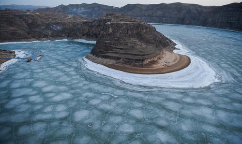 یخزدگی رود زرد در چین به دلیل برودت هوا