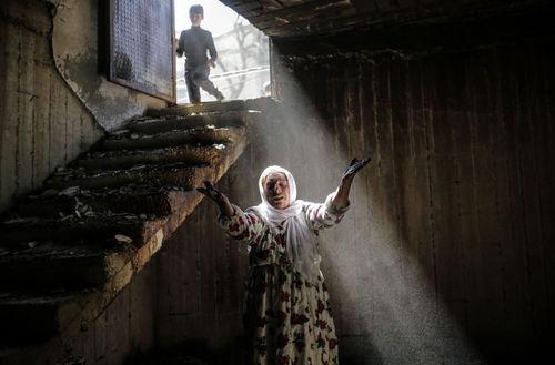 زنی در خانه ویران در شهر کردنشین « جیزره» نزدیک مرز سوریه و عراق