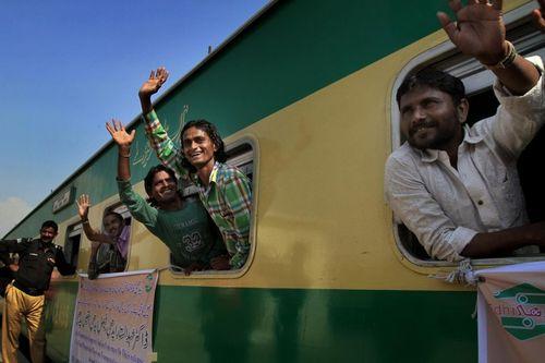آزادی و عزیمت ماهیگیران هندی از ایستگاه قطار کراچی به کشورشان