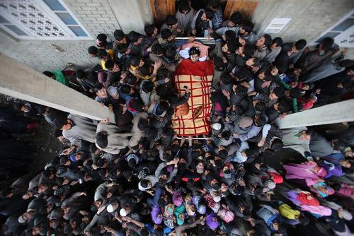 تشییع پیکر یک شبه نظامی اسلامگرا در کشمیر هند