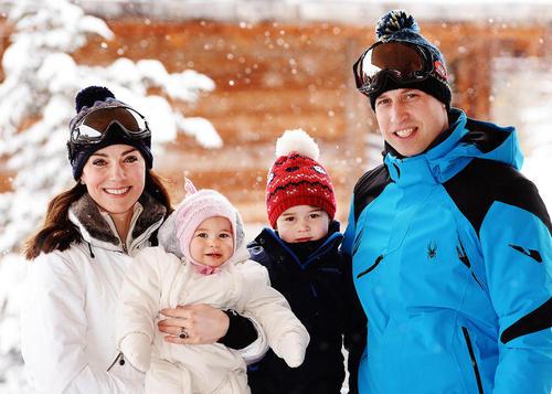 پرنس ویلیام (نوه ملکه بریتانیا) و کاترین میدلتون و دو فرزندشان (جورج و شارلوت) در حال اسکی در رشته کوه های آلپ در فرانسه